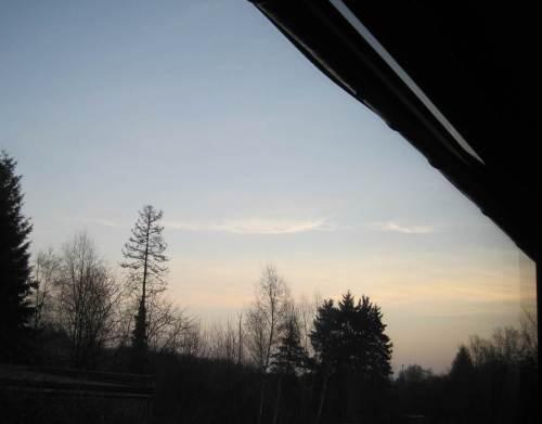 """Ein sonniger Tag steht bevor. Bald wird auch hier, im Esszimmerhorizont, die Sonne aufgehen - noch ein Bisschen """"nach Norden wandern""""."""