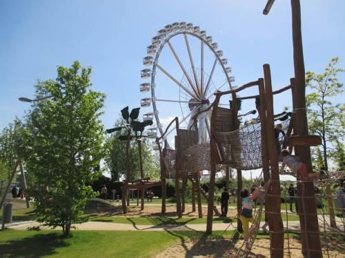 Spielplatz für diverse Altersstadien - gut besucht.