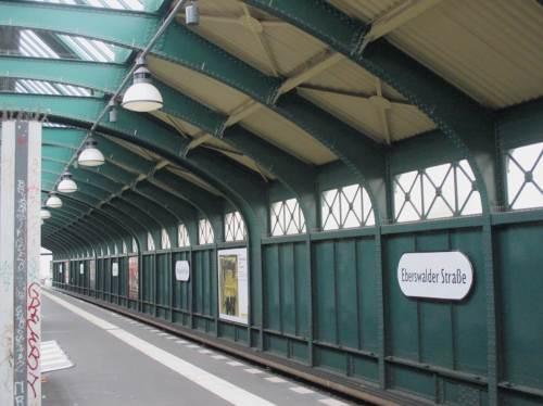 Sonnabend früh - (noch) leere Bahnhöfe. Auf geht`s.