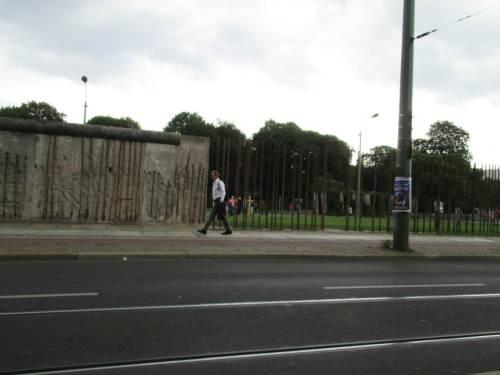 Von der Mauer zum Symbol-Stahl - wir finden diese Art der Erinnerung gut gelungen.