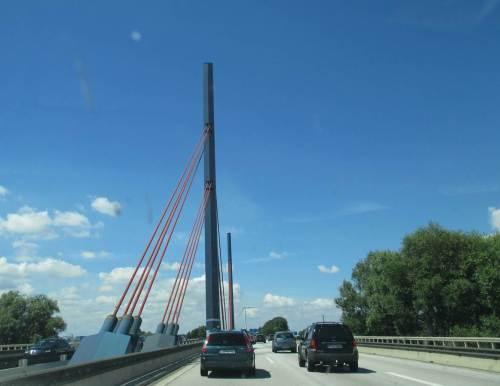 Schon sind die Norderelbbrücken Hamburgs erreicht.