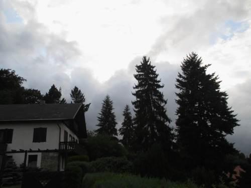 Noch ein Blick in die andere Richtung: Wolkenfront von Westen - ziehen die gegen- oder übereinander?