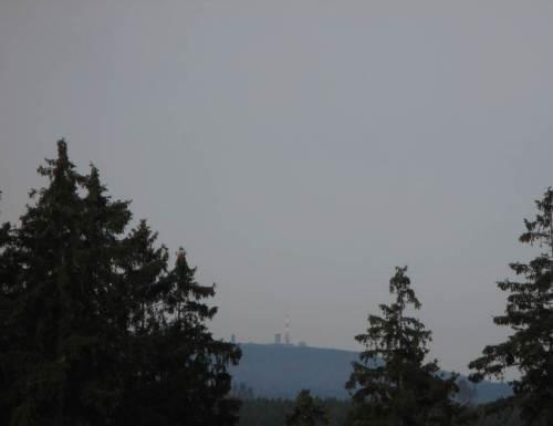 """Der """"Forstmeister Sturm"""" unterstützt den Menschen zunehmend in Sachen Waldumwandlung. Für den Wanderer ergibt sich so manch neuer Brockenblick."""