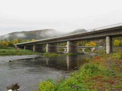 Ich starte früh an der frei gefallenen Eder im Bereich der beiden Brücken oberhalb Herzhausen.