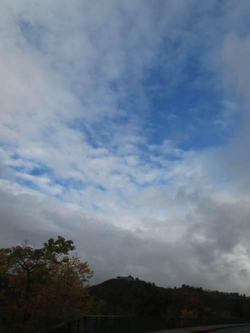 Auf der Rückfahrt nach Korbach erlaube ich mir noch ein paar Stopps - blauer Himmel über Schloss Waldeck. Meine Rückfahrt morgen gen Norden wird wohl wirklich in strahlendes Herbstwetter führen.