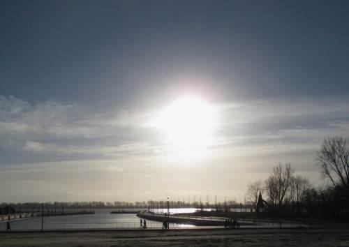 """Und da sind wir schon - am """"Millionenhafen"""", Nordufer der Elbe, Übergang Geesthänge zur Marsch westlich Hamburgs."""