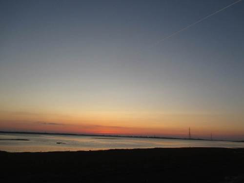 Letztes Licht am Horizont - ich radele begeistert zurück. Toll, wo wir hier gelandet sind!