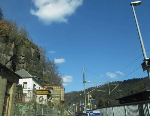 Nachmittags geht`s in die Sächsische Schweiz. Uuups, da haben wir wohl den falschen Zugang zum Bahnhof Schöna gefunden.