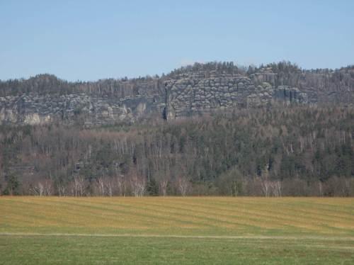 Faszinierend, welch wechselnde Formen Sandstein so bietet. Blick von Schöna auf die Schrammsteine, Detail.