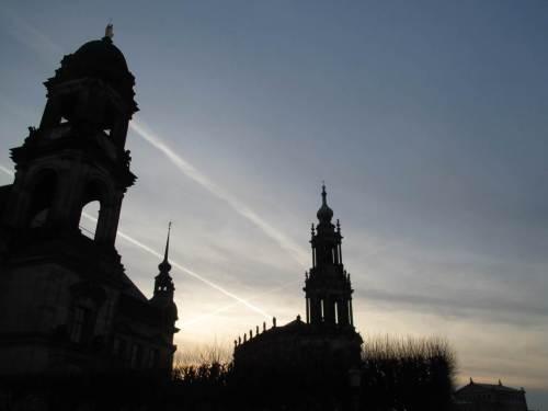 Abends zurück in Dresden - winkt da das Kreuz des Südens hinter Europaufer-Kulisse?