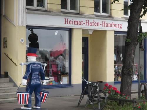 """Nun muss ich zum Treffpunkt Baumwall gehen - """"Heimat-Hafen-Hamburg""""."""