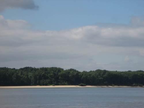 Angenehmer zu sehen ist da zum Beispiel das sonnenbeschienene Nordufer der Insel Hanskalbsand/Neßsand.
