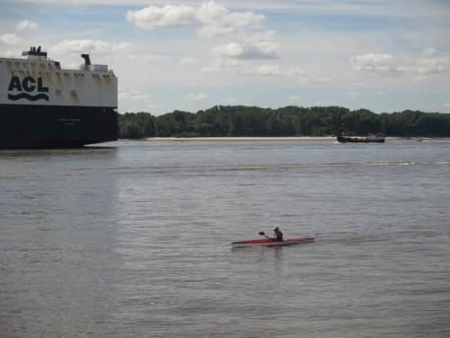 Gestern wurden wir zufällig Zeugen eines ungleichen Bootsrennens.