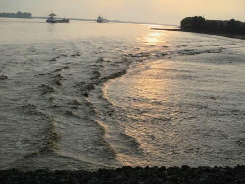 Schwell und Sunk - eine Querströmung entwickelt sich.