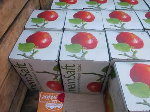 """""""Mein Saft"""" - alle Achtung, wer anhängerweise Äpfel antransportiert, bekommt natürlich auch allerhand wieder mit. :-) Guten Appetit!"""