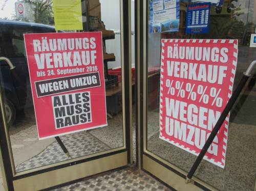 """""""Nebenbei eine Angelkarte für die Weser in Lahde kaufen!"""" - Wo ich auch hinkomme, mit Glück hat der Angelladen noch offen, wie hier."""