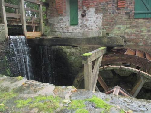 Wir fahren einen zusätzlichen Schlenker ausserhalb unserer Route - hin zur oberschlächtigen Wassermühle Döhren.