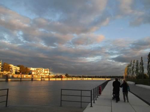 Abends geht`s noch Mal zum Schulauer Hafen, die Sonne steht schon tief.