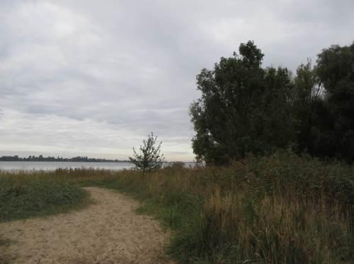 Nahe des Wassererlebnisbereichs liegt der Elbstrand Hetlingen / Hetlinger Schanze, im Sommer sehr beliebt - für Strandwanderungen ganzjährig gefragt.
