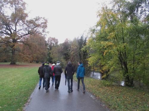 Schon interessant, was uns die örtlich Fachkundigen erzählen. Diese Parkstrecke in Karlsruhe ist ein innerstädtisches FFH-Gebiet.