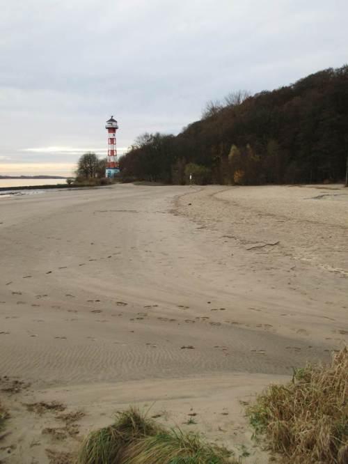 Angesichts der erheblichen Ufererosion durch die intensive Schifffahrt und die durch sie veränderten Tidewasserstände werden die Strände hier regelhaft mit Hunderttausenden m³ Sand wieder aufgespült.