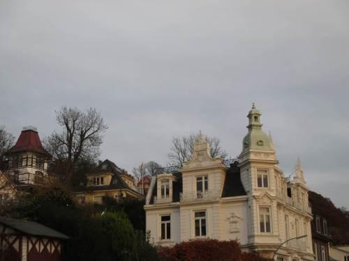 Historische Gebäude am Elbhang.