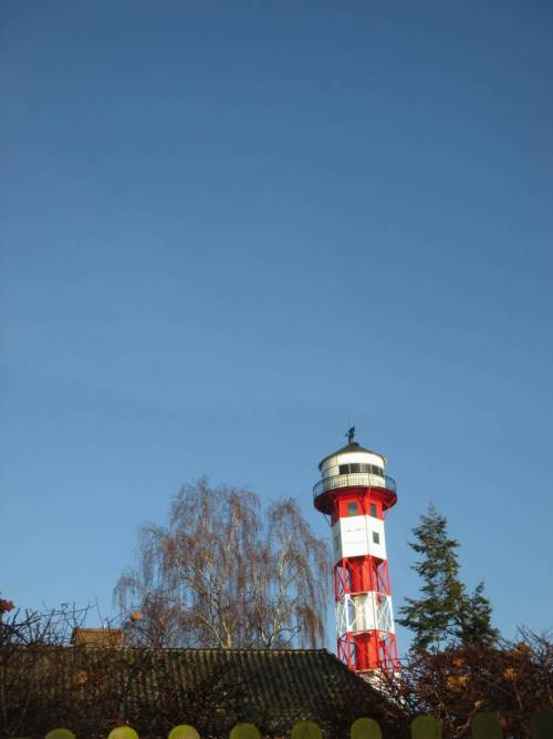 Der erste Leuchtturm auf der Höhe - Ecke Leuchtturmweg / Leuchtfeuerstieg.