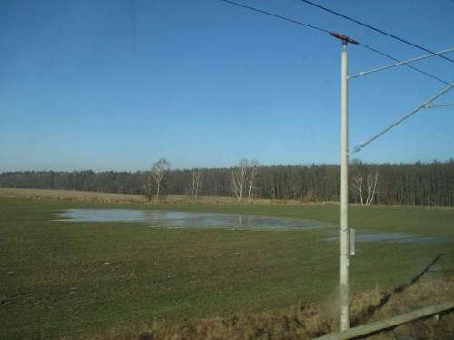 Vereiste Kleingewässer auf Moräne - vergänglicher Teil der Agrarlandschaft.