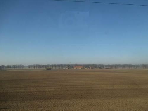 Riesige, geackerte Agrarschläge - wir wundern uns nicht über Wasser- und Wind-Erosion.