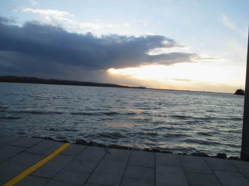 Oder zeigt der gelbe Strich Richtung Sonnenuntergang? - In Niedersachsen wird`s von Westen wieder hell.