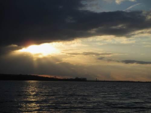 Die Sonne strahlt Regen, sagt man - morgen bekommen wir auch unseren Teil ab.