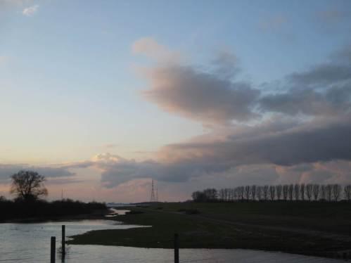 Das Deichvorland steht unter Wasser - durch Windstau leicht erhöhtes Tidehochwasser.